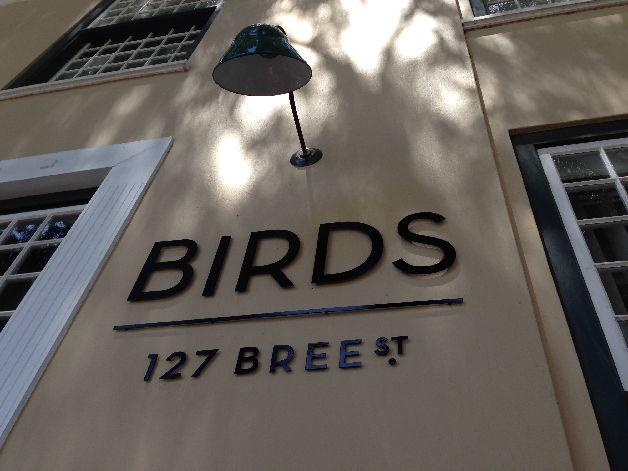 façade birds café