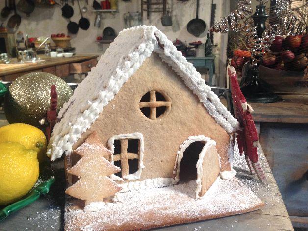 Table d couvert repas de f te sur arte saison 2 for Maison en biscuit de noel
