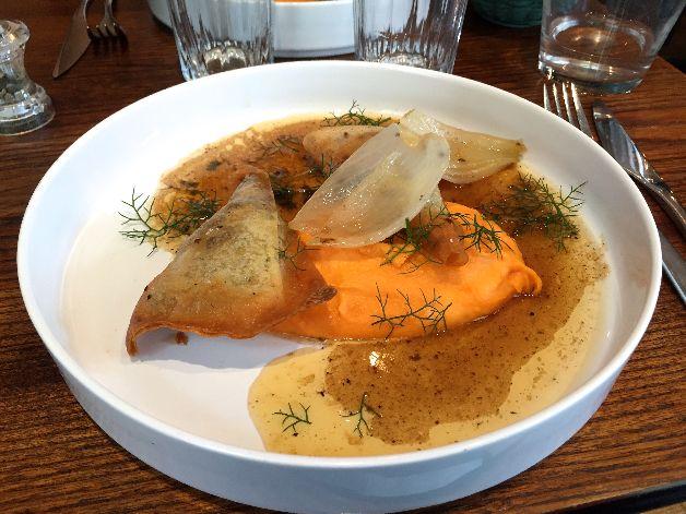 Samoussa d'agneau, patate douce, jus Montcalm Paris